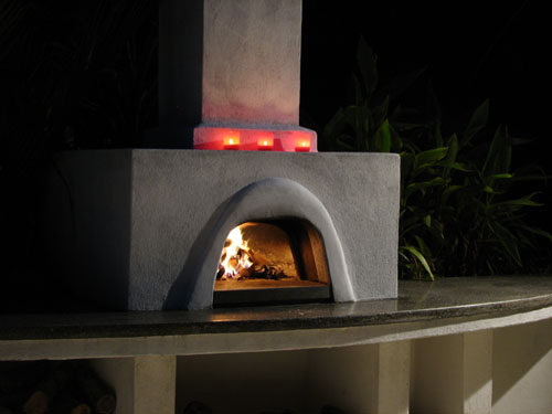 Wood-fired pizza oven by Unique Outdoor Spaces